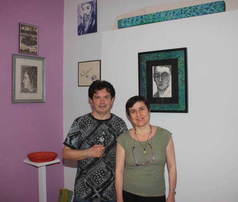 Ο εικαστικός Κώστας Ευαγγελάτος, με την ιστορικό τέχνης Διονυσία Γιακουμή, επιμελήτρια του Μουσείου Γ. Γουναρόπουλος