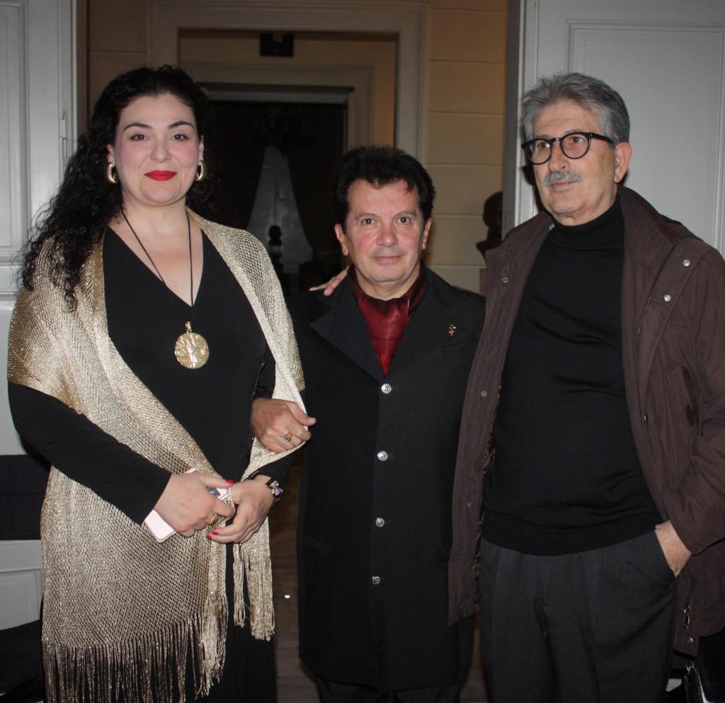 Οι λογοτέχνες Μάρθα Παπαδοπούλου-Κώστας Ευαγγελάτος-Γιάννης Τσιώλης