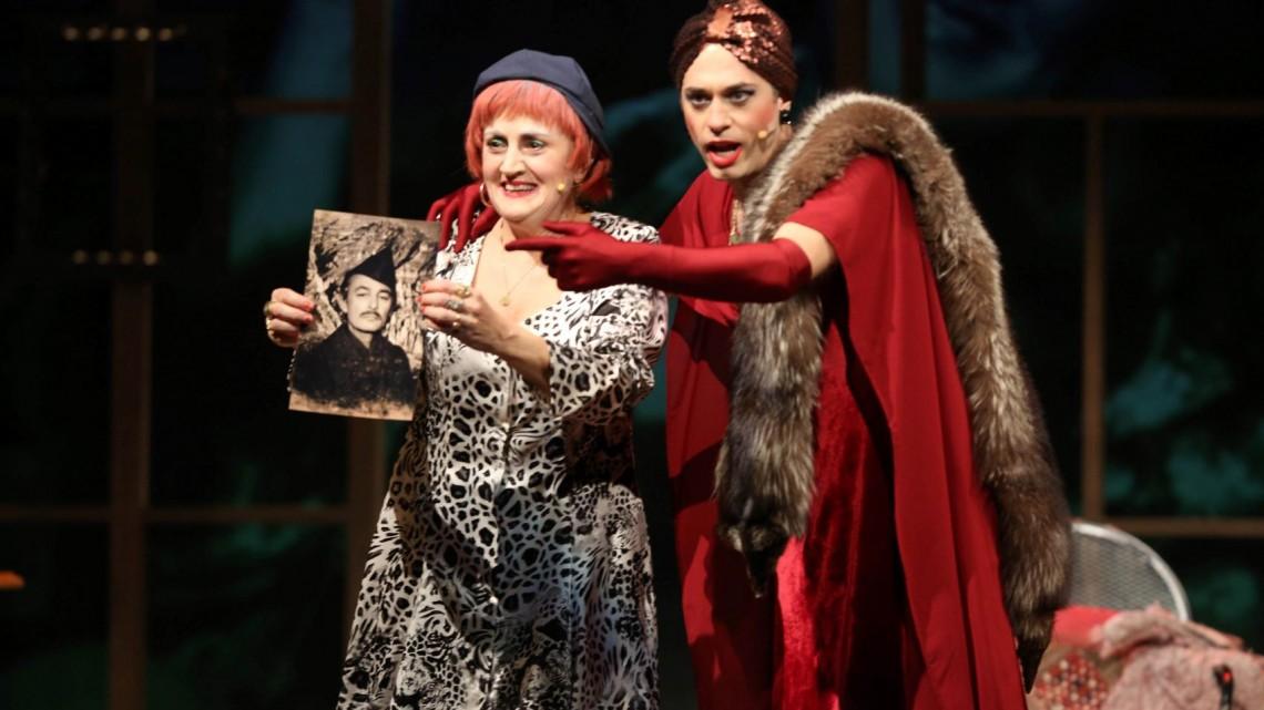 dd877efb9ea4 Δεύτερος κύκλος παραστάσεων για το θεατρικό «Ρένα» στο Δημοτικό Θέατρο  Πειραιά