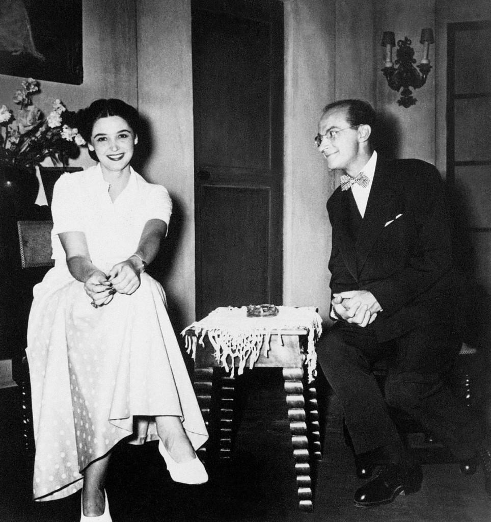 Άννα Συνοδινού και Ντίνος Ηλιόπουλος σε στιγμιότυπο από το πρώτο ανέβασμα του έργου στην σκηνή το 1953 από τον θίασο Μαρίκας Κοτοπούλη στο θέατρο «Κοτοπούλη-Ρέξ»