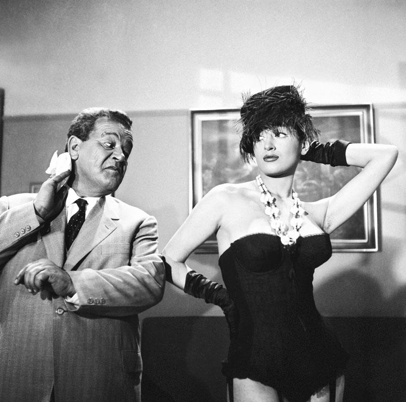 Ο Παντελής Ζερβός (βουλευτής Φερέκης) και η Μάρθα Καραγιάννη (Πίτσα-Κίτσα) στην κινηματογραφική μεταφορά της θεατρικής επιτυχίας «Ζητείται Ψεύτης» του Δ. Ψαθά σε σκηνοθεσία Γιάννη Δαλιανίδη (Φίνος Φίλμ-1961)