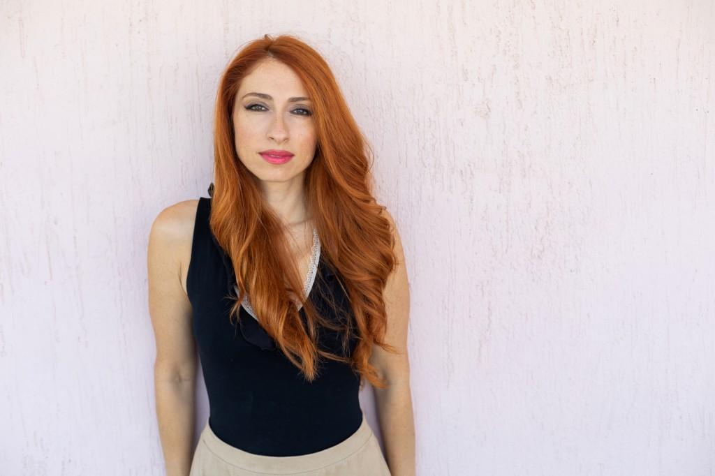 """Η τραγουδίστρια Λίνα Ροδοπούλου μας μιλά για την """"Κόκκινη βροχή"""" -  kallitexnes.gr"""